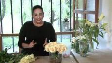 Sencillo y rápido centro de mesa y ramo para romántica boda en blanco